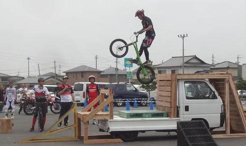 〇自転車ジャンプ.jpg
