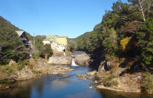 □湯谷温泉の宇連川.jpg