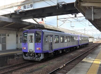 〇31キハ120亀山駅.jpg