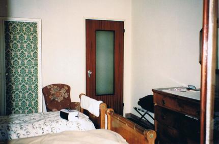 コモ湖畔のホテル部屋.jpg