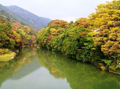 水面の紅葉_2.JPG