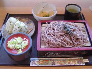 蕎麦と野沢菜のおにぎり.jpg